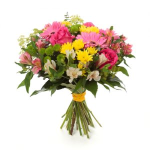 Rosas con flores silvestres
