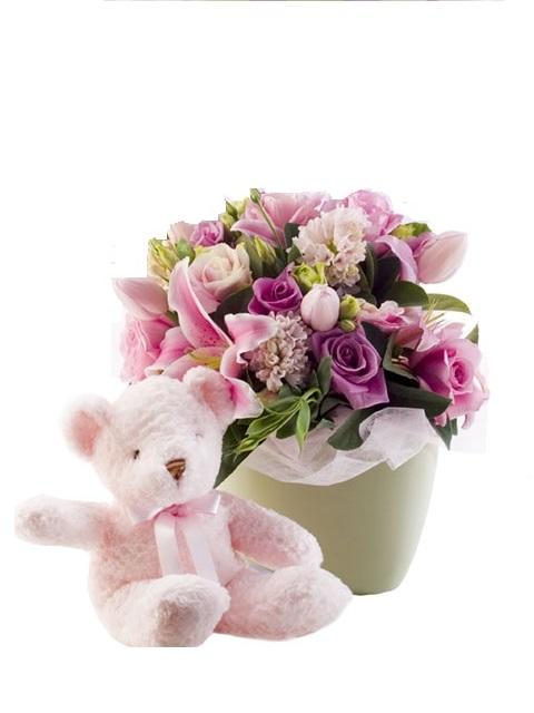 Centro de flores con osito para regalar nacimiento niña