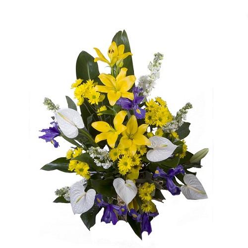 centro con flores de regalo color blanco