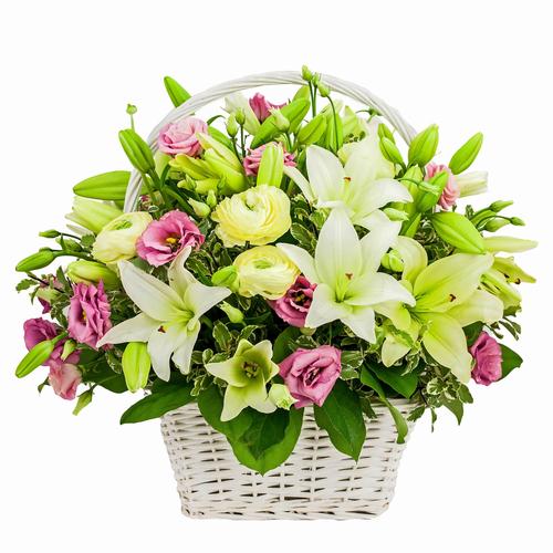 cesta con flores variadas
