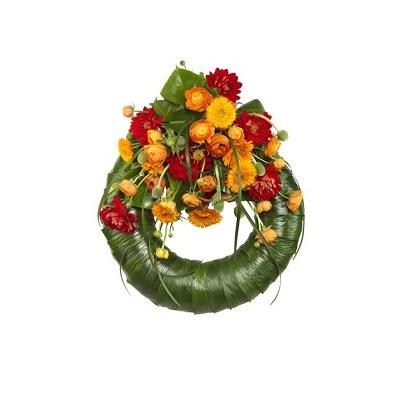 corona con hojas verdes y flores