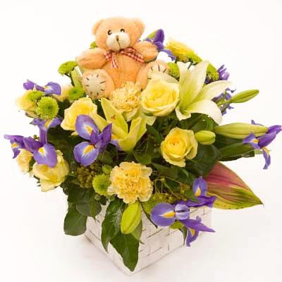 centro de flores con osito para niño