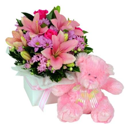 base con flores y peluche
