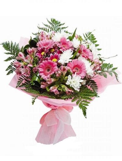 Ramo de flores blancas y rosas