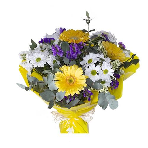 Ramo de flores amarillas blancas y azules