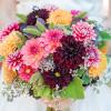 Ramo de novia con dalias de colores