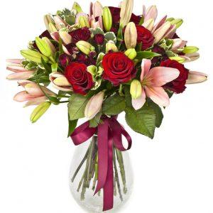 Jarrón con rosas y liliums