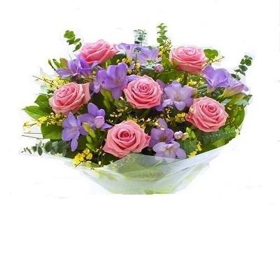 ramo rosas y freesias