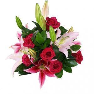 Rosas rojas y liliums