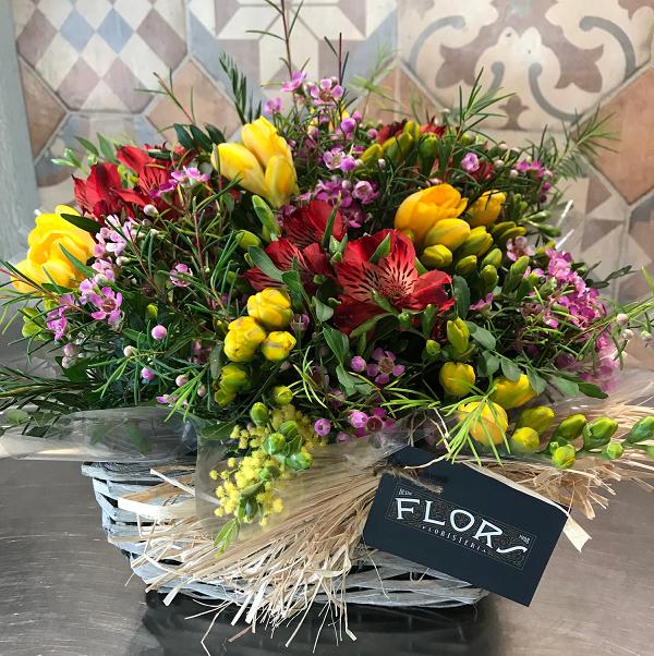 cesta de flores de regalo