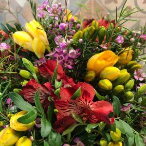Cesta de flores variadas